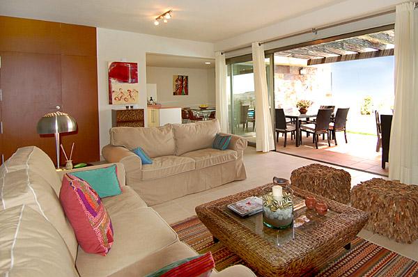 Regalen Und HolzEsstisch Daneben Wohnzimmer Esszimmer Kombinieren
